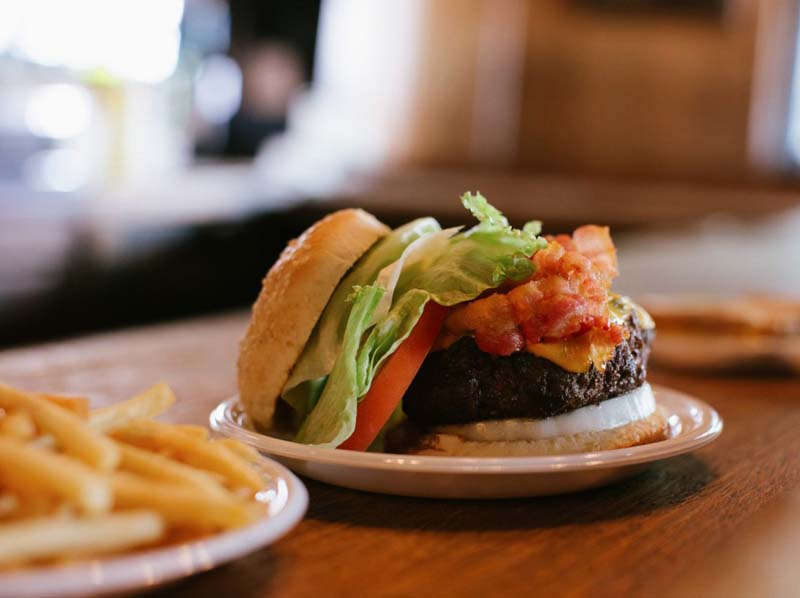 12-the-bistro-burger-na-hamburgueria-corner-bistro